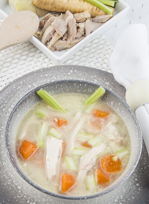 Zelfgemaakte kippen- en groentebouillon recept